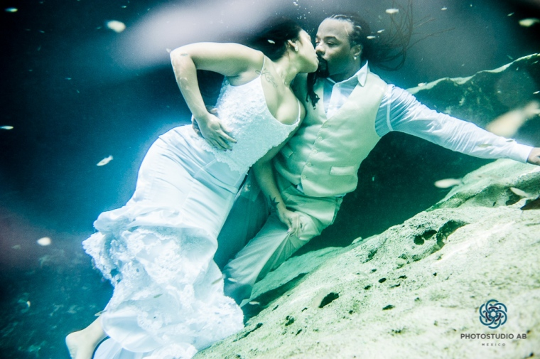 trash the dress photo cenote