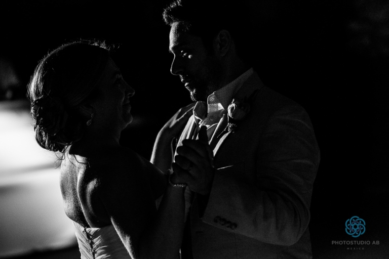 weddingfirstdanceplayadelcarmen